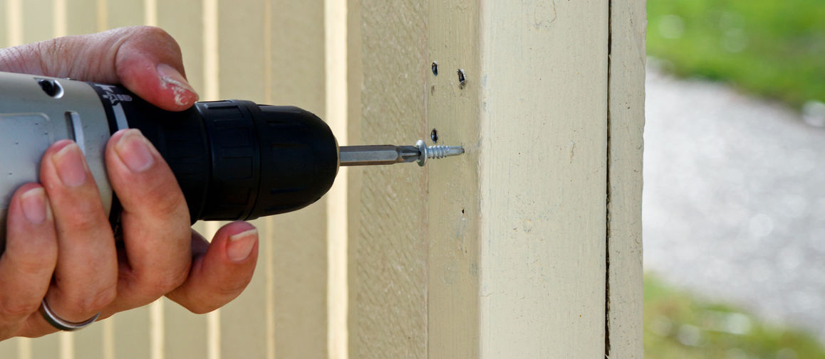 Repairing a fence with a screwdriver
